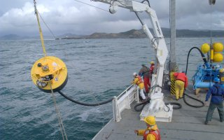 CGSN personnel and RV Wecoma crew deploying the ISMT2 buoy