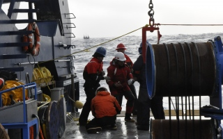 Science crew pays out mooring line