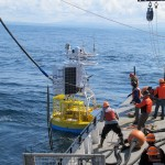 The Oregon shelf surface mooring is released from the crane by EA science party field chief Walt Waldorf. (Photo Credit: OOI Endurance Array Program, OSU)