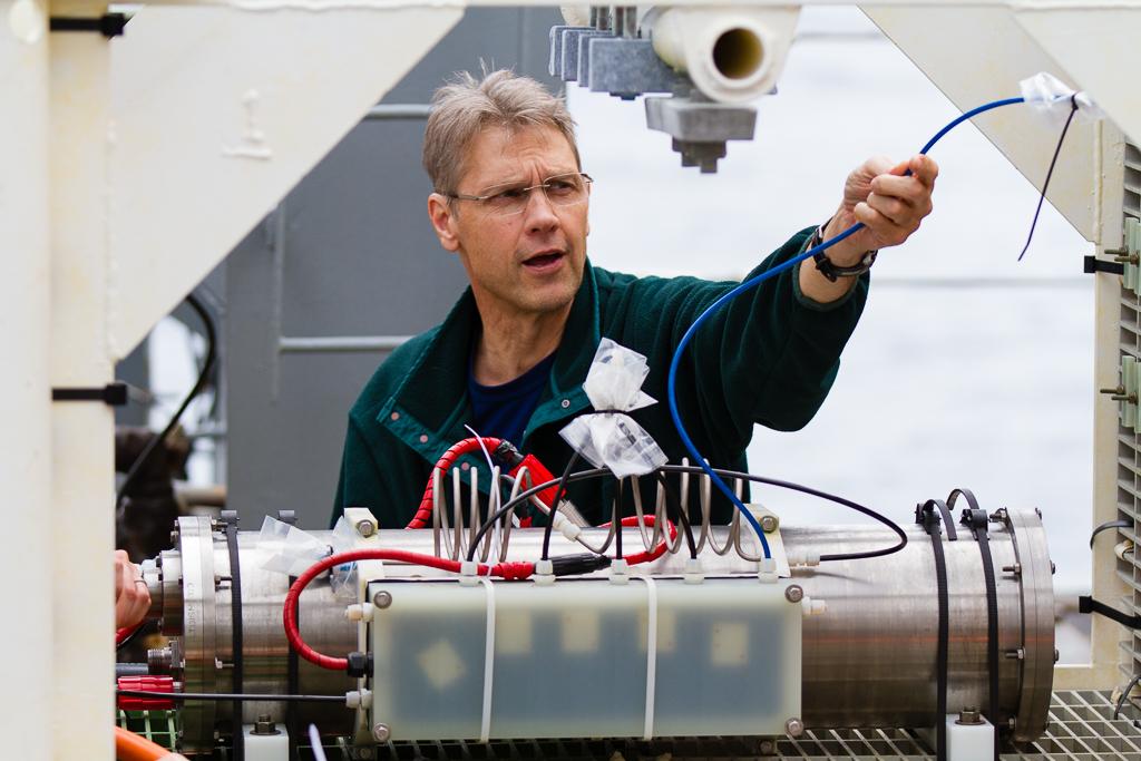 UW Scientist Orest Kawka preparing the mass spectrometer (MASSP) instrument for deployment in 2014. Photo by Ed McNichol.