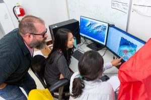 Jazlyn and Shaneeza explore seismic data. Credit: Andy Poon, Queens College