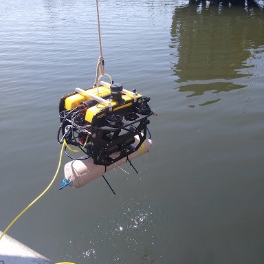 ROV-with-recovery-line